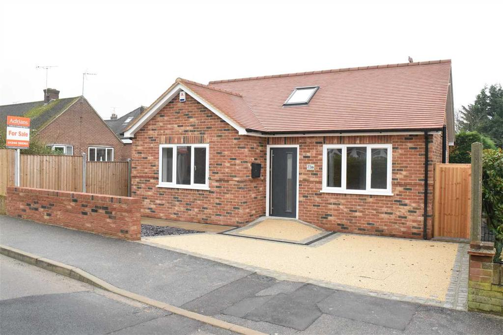 2 Bedrooms Bungalow for sale in Highfield Road, Chelmsford