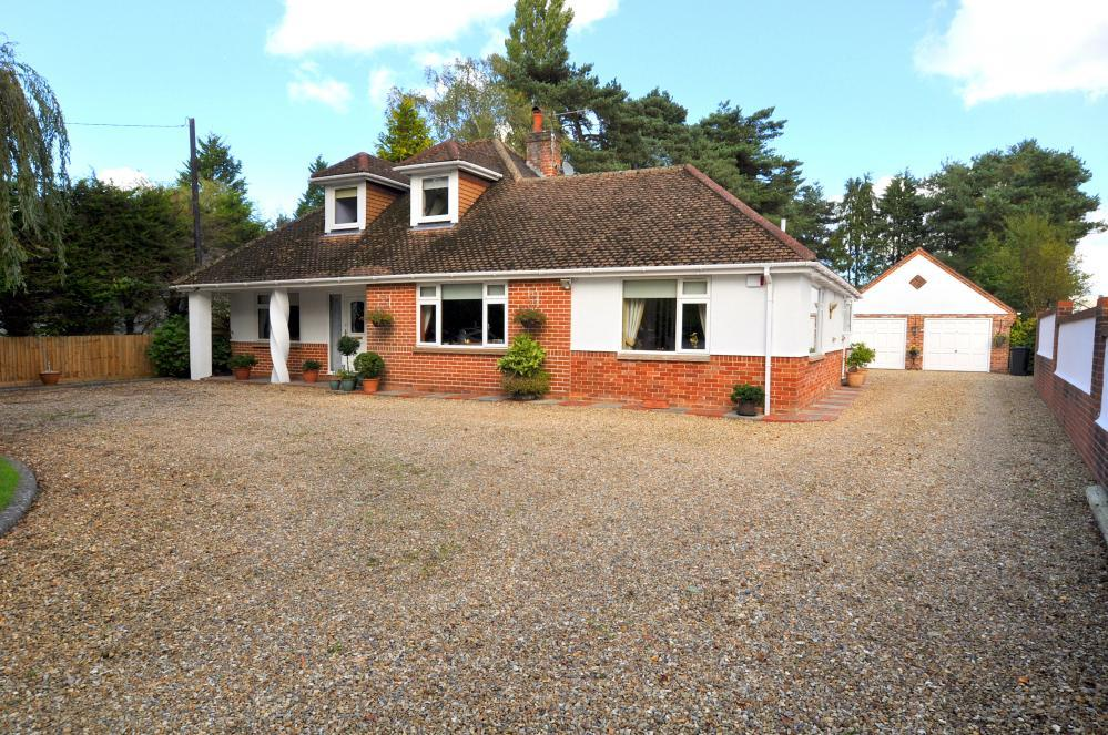 4 Bedrooms House for sale in Ringwood , BH24 2QD