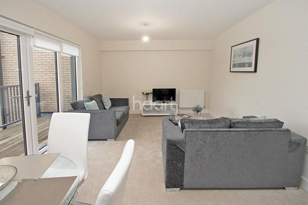 3 Bedrooms Flat for sale in The Point, Clarence Avenue, Gants Hill, Ilford