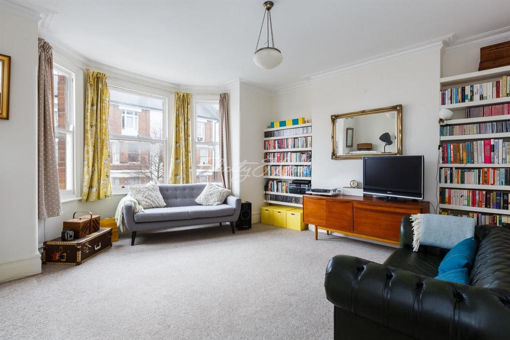 2 Bedrooms Flat for sale in Carlton Mansions, N16