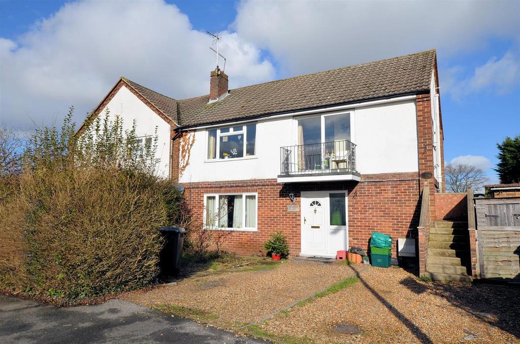 2 Bedrooms Maisonette Flat for sale in Little Heath Road, Tilehurst, Reading
