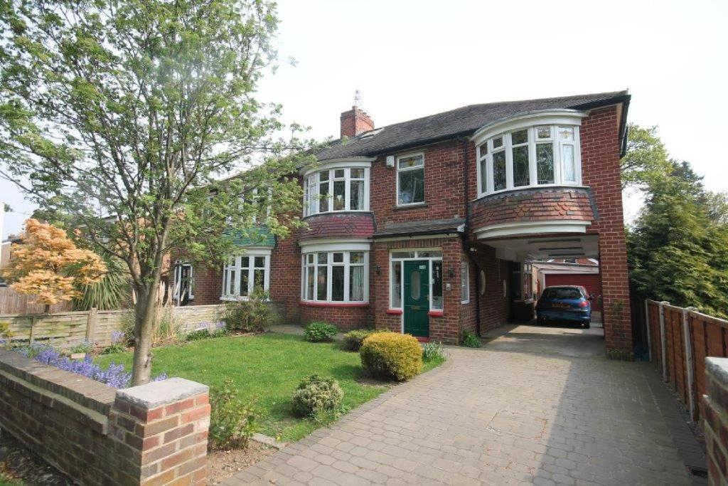 5 Bedrooms Semi Detached House for sale in Hall Drive, Middlesbrough