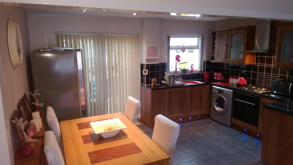 3 Bedrooms Semi Detached House for sale in Hollowfield, Coulby Newham