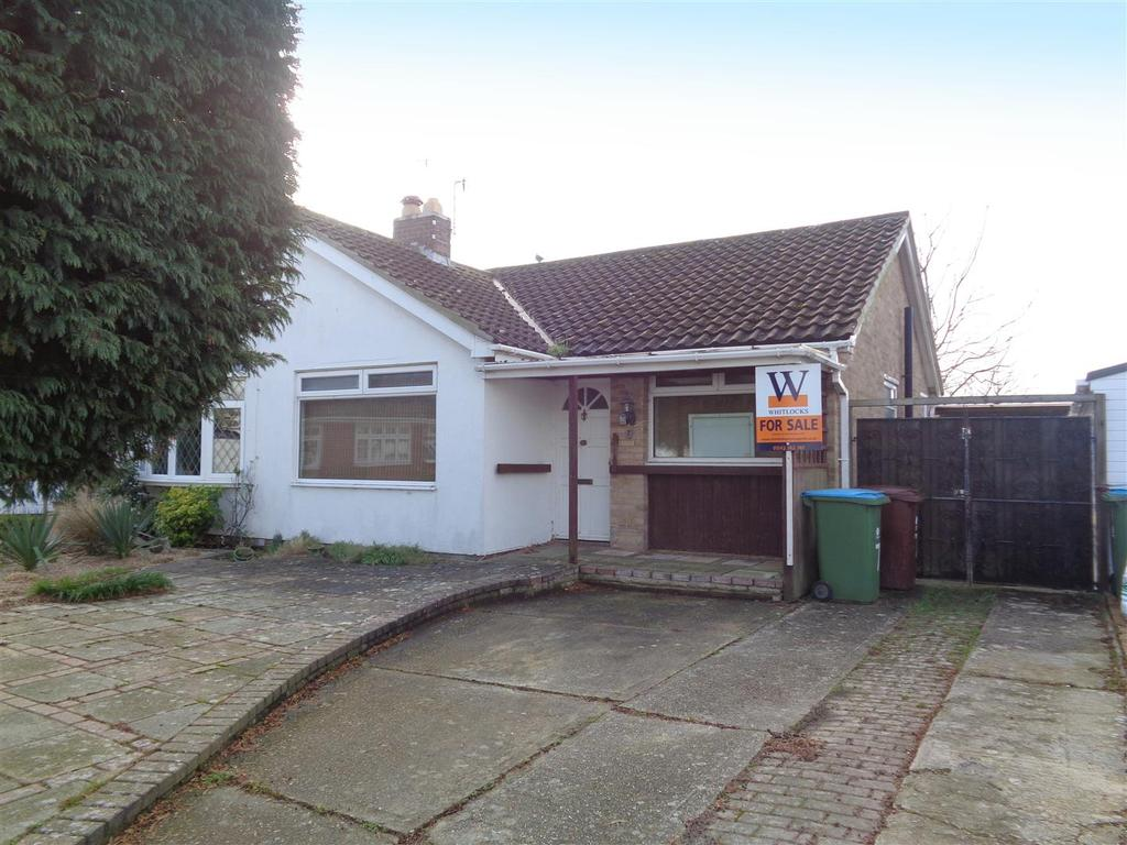 2 Bedrooms Semi Detached Bungalow for sale in Payne Close, Pagham