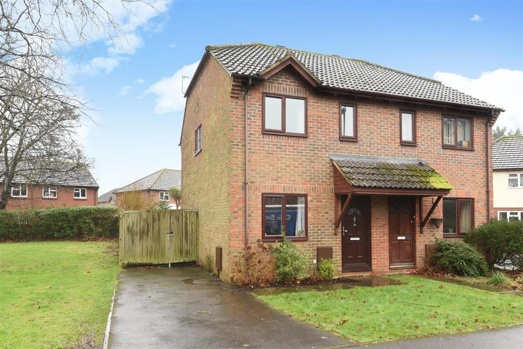 2 Bedrooms Semi Detached House for sale in Middleton Gardens, Tangmere, Chichester