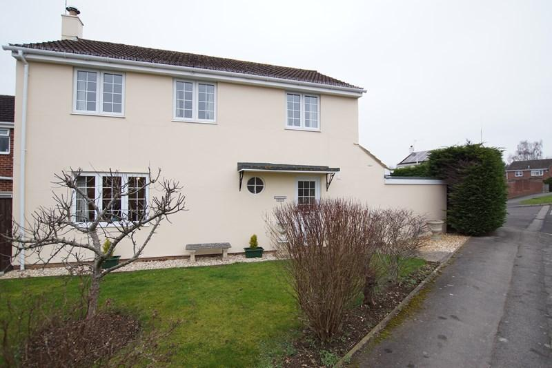 4 Bedrooms Detached House for sale in Kingston Close, Blandford Forum
