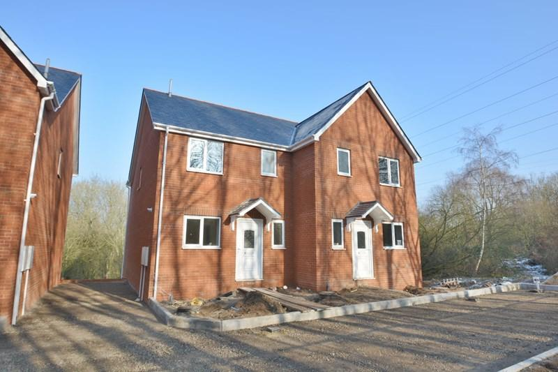 3 Bedrooms Semi Detached House for sale in Hillside Gardens, Charlton, Andover