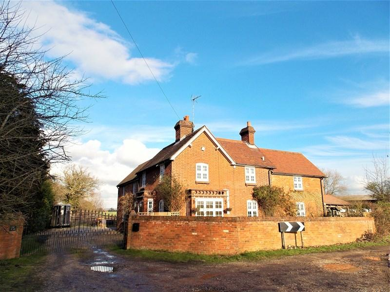 4 Bedrooms Farm House Character Property for sale in Beenham Hill, Beenham, Reading