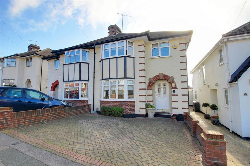 3 Bedrooms Semi Detached House for sale in Stonards Hill, Loughton, Essex