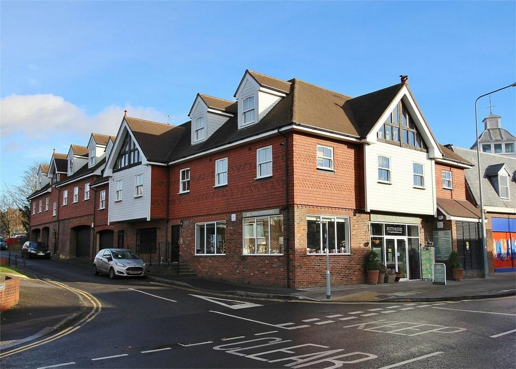 2 Bedrooms Flat for sale in Bell Farm Lane, Uckfield, East Sussex