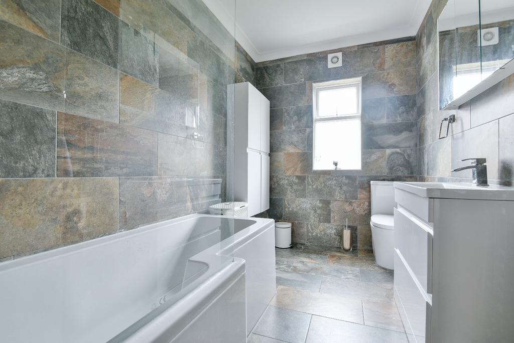 3 Bedrooms Terraced House for sale in Chesham Road London SE20