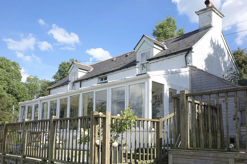 2 Bedrooms Detached House for sale in Hillside, Llangattock, Crickhowell, Powys.
