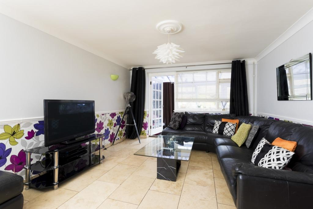 4 Bedrooms Semi Detached House for sale in Earlsfield Road, Hythe, CT21