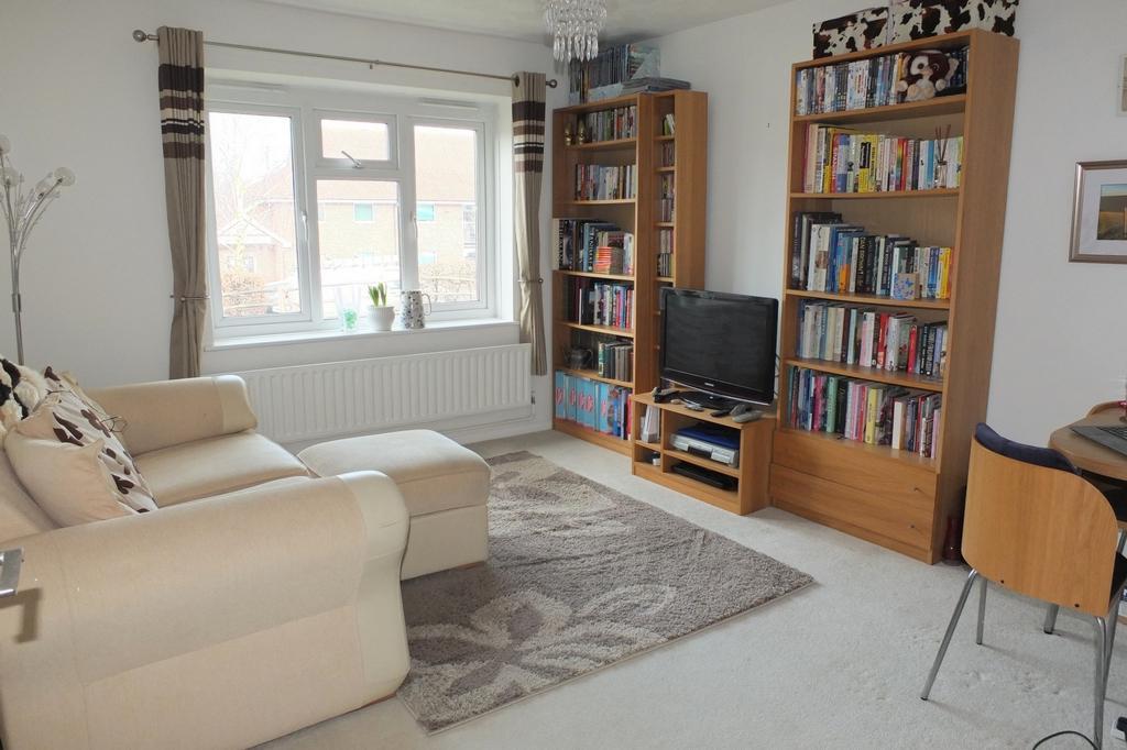 1 Bedroom Flat for sale in Kilnbarn Way, Haywards Heath, RH16