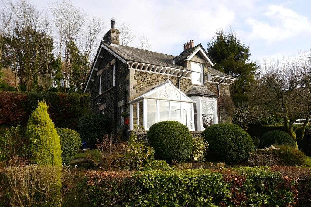 3 Bedrooms Detached House for sale in Claife Cottage, Windy Hall Road, Bowness-on-Windermere, LA23 3HX