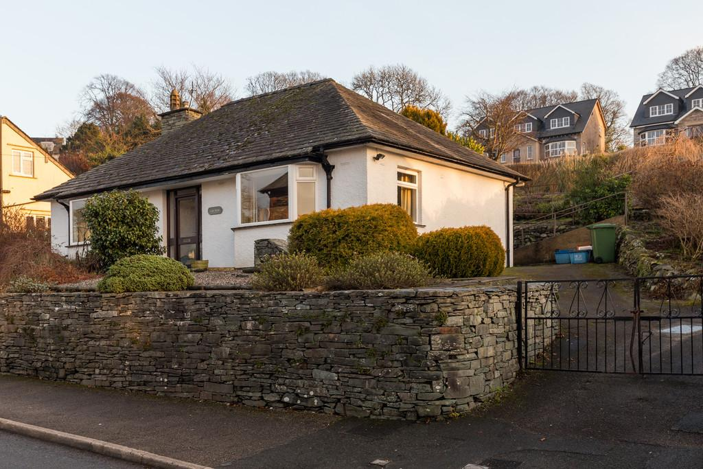 3 Bedrooms Detached Bungalow for sale in Gale Wyke, Thornbarrow Road, Windermere, Cumbria, LA23 2EW