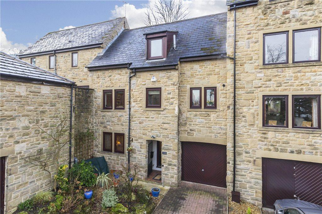 3 Bedrooms Town House for sale in Tarn Court, Ilkley, West Yorkshire