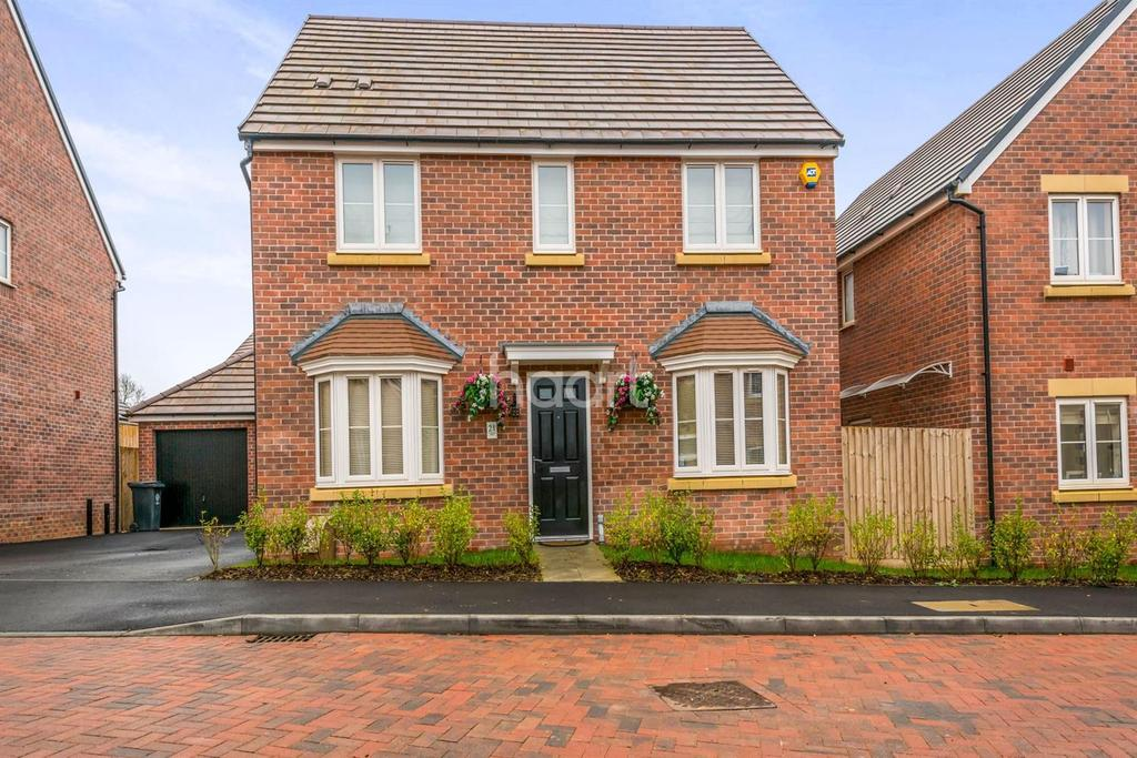 4 Bedrooms Detached House for sale in Carisbrooke Road, Rushden