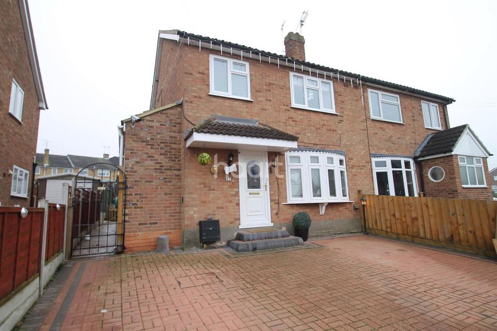 4 Bedrooms Semi Detached House for sale in Maple Drive, Chelmsford