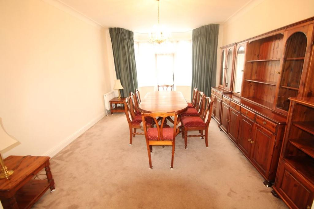 4 Bedrooms Detached House for rent in Edgeworth Crescent NW4