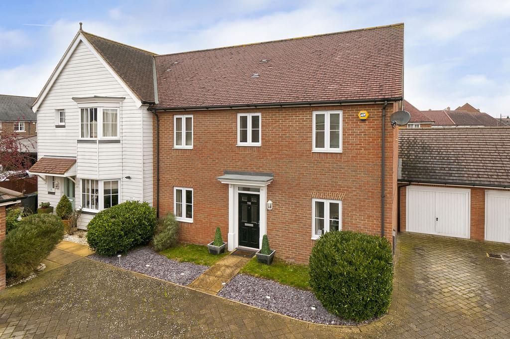 3 Bedrooms Semi Detached House for sale in Hazen Road, Kings Hill