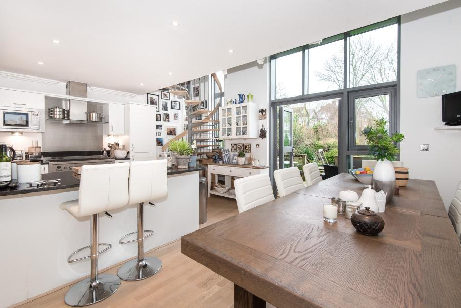 4 Bedrooms House for sale in Tallow Road, Brentford