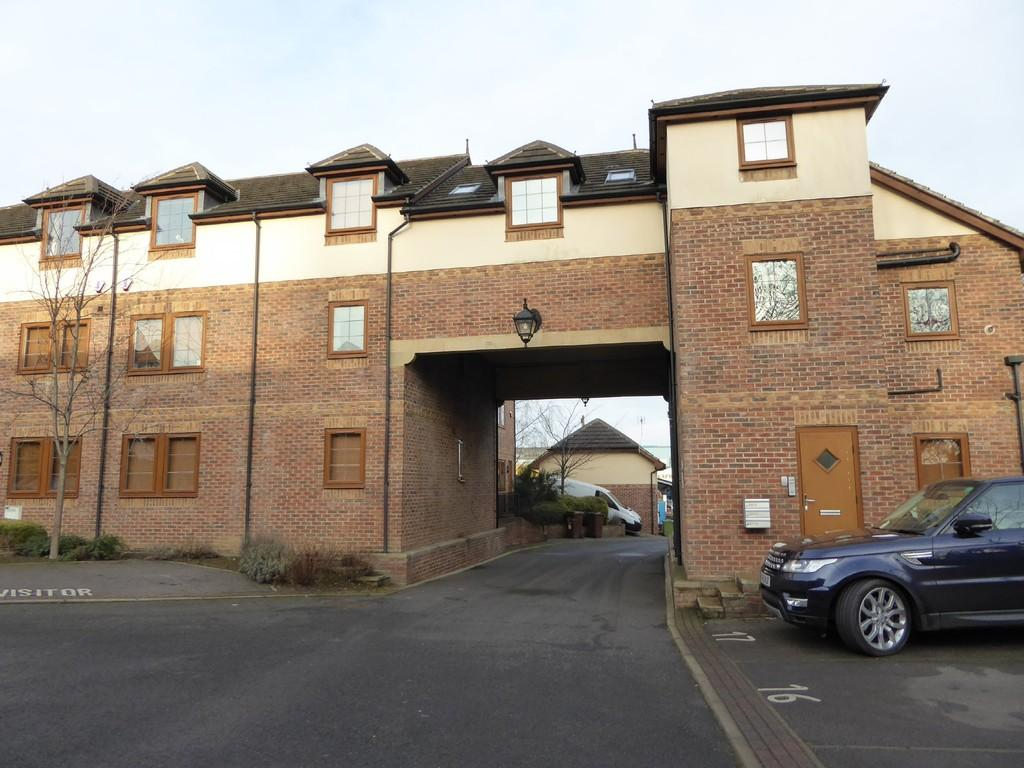 2 Bedrooms Apartment Flat for sale in Highfield Court, Ossett