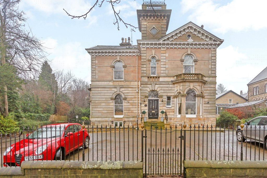 2 Bedrooms Apartment Flat for sale in Flat 3, Charwall Tower, 3 Otley Road, Harrogate, HG2