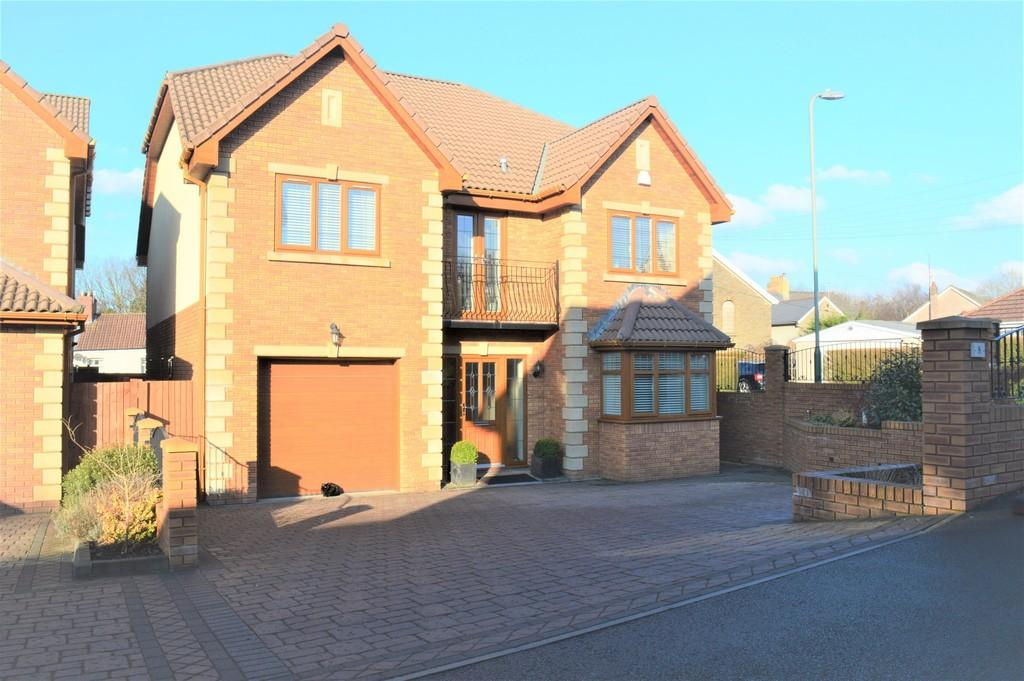 5 Bedrooms Detached House for sale in Gellideg Lane, Maesycwmmer