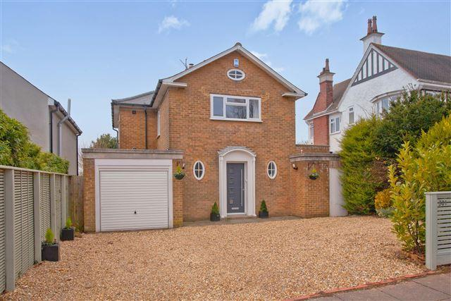 3 Bedrooms Detached House for sale in Dyke Road, Hove