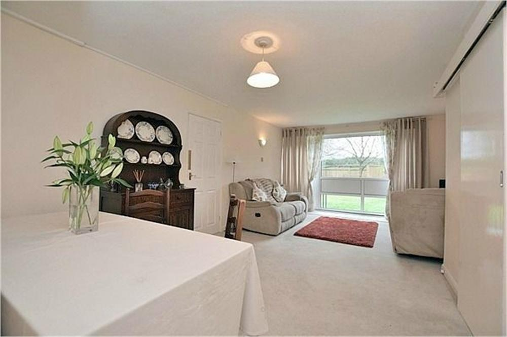 2 Bedrooms Flat for sale in High Street, Abbots Langley, Hertfordshire