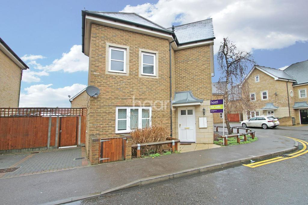 3 Bedrooms Semi Detached House for sale in Simmons Drive, Dagenham