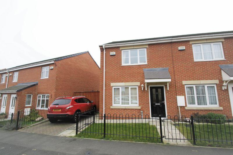 3 Bedrooms Terraced House for sale in Merton Road, Acklam Green, Middlesbrough, TS5 4GL