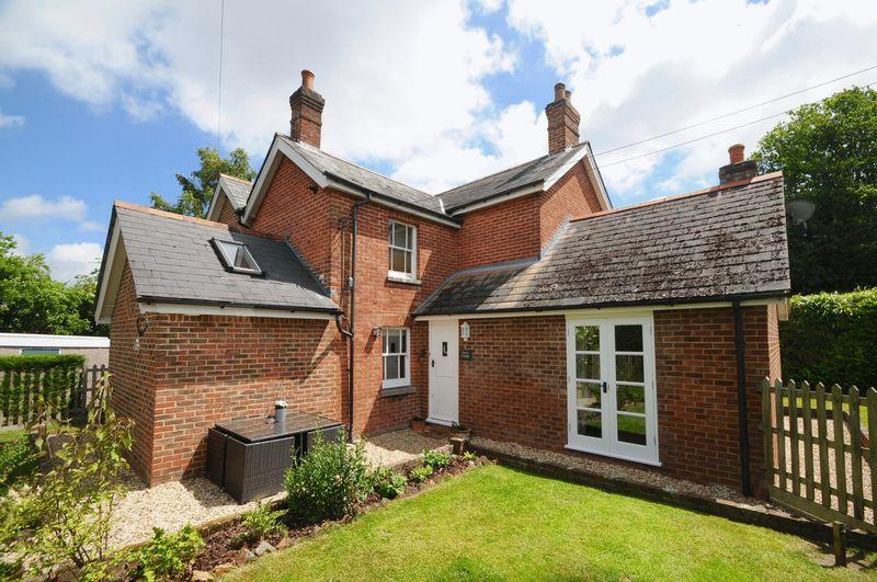 3 Bedrooms Detached House for sale in The Grove, Verwood