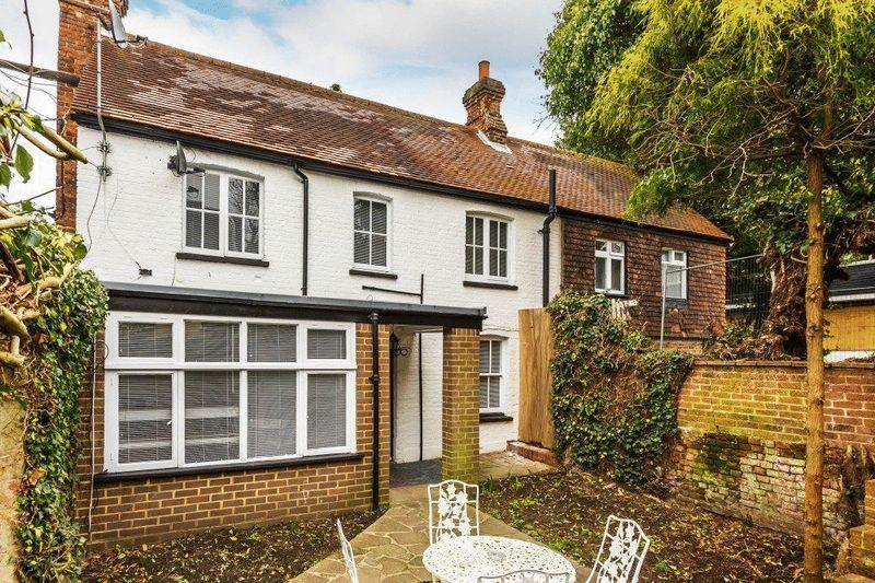 3 Bedrooms Detached House for sale in DORKING TOWN CENTRE