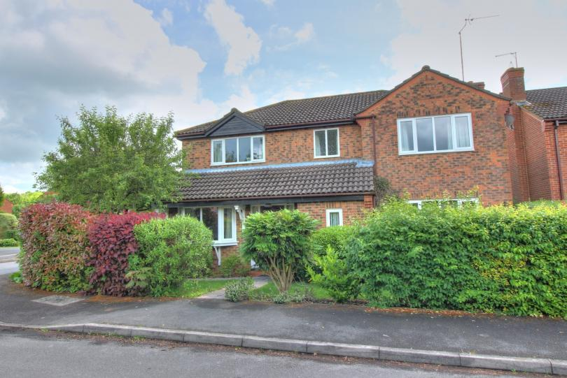 4 Bedrooms Detached House for sale in Swale Drive, Valley Park, Chandlers Ford