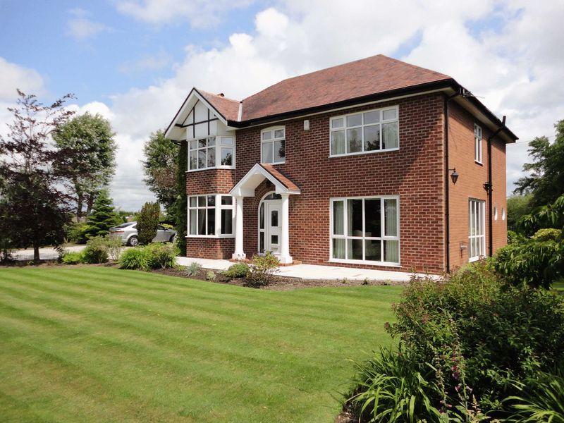 4 Bedrooms Detached House for sale in Grange Road, Hambleton