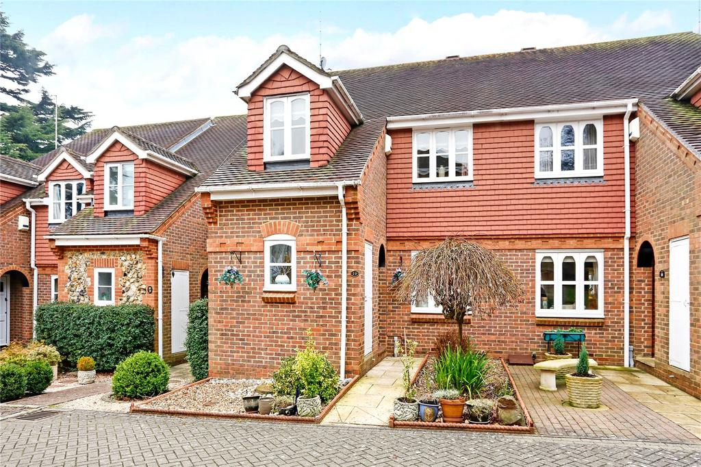 2 Bedrooms Terraced House for sale in Sir Josephs Walk, Harpenden, Hertfordshire, AL5