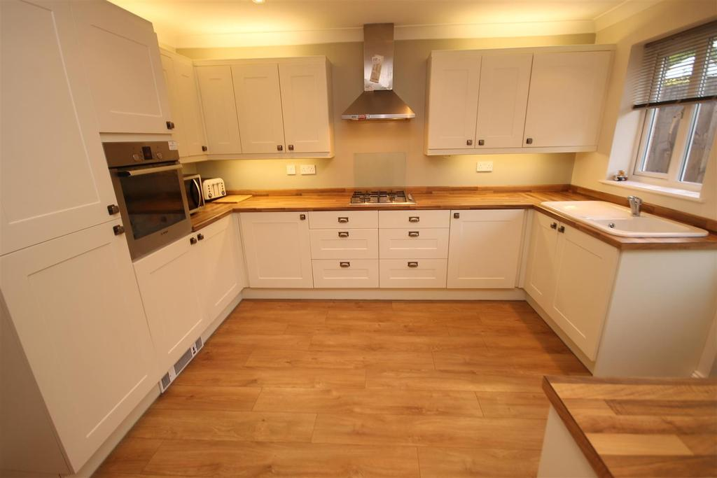 3 Bedrooms Semi Detached House for sale in Swallow Close, Hartlepool