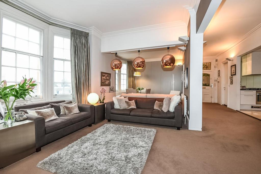 2 Bedrooms Flat for sale in Cromwell Crescent, London, SW5