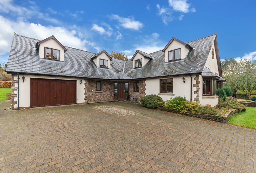 6 Bedrooms Detached House for sale in Candwr Road, Ponthir NP18