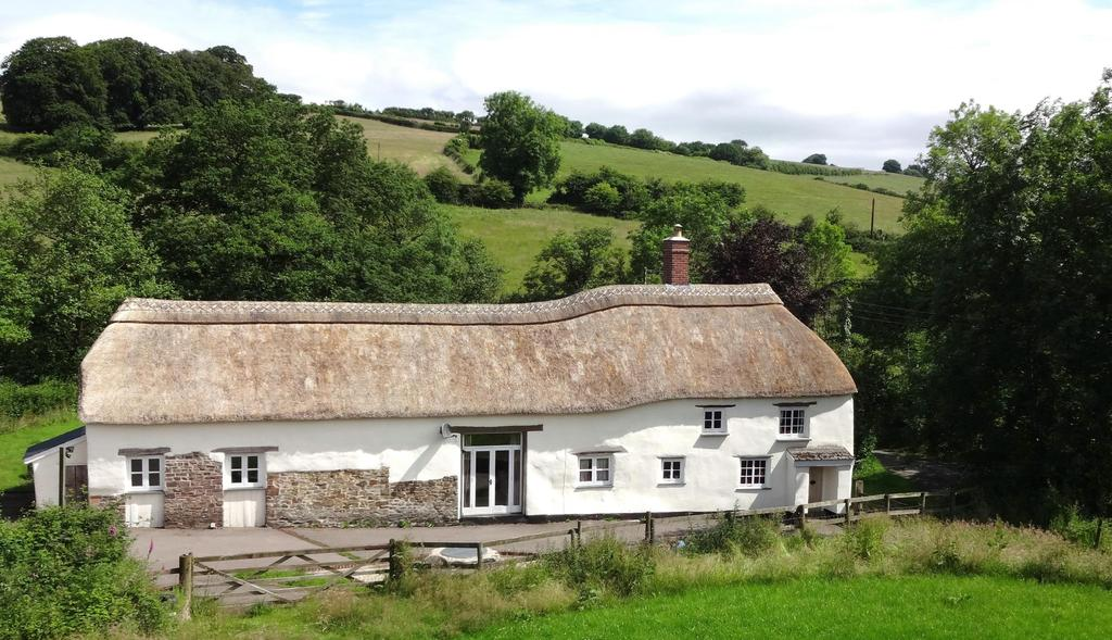 4 Bedrooms Detached House for sale in Knowstone, South Molton
