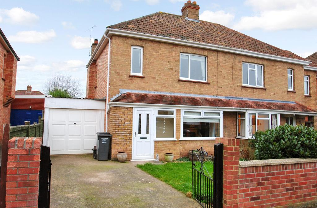 3 Bedrooms Semi Detached House for sale in Colin Avenue, Taunton