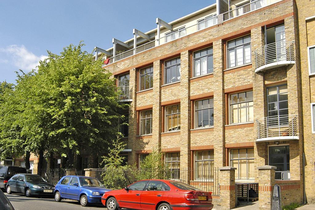 2 Bedrooms Flat for sale in Grafton Road, London, NW5