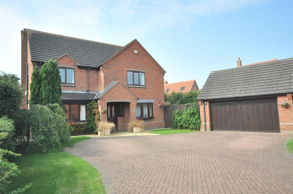 5 Bedrooms Detached House for sale in The Peacocks, Long Bennington. Nr Newark