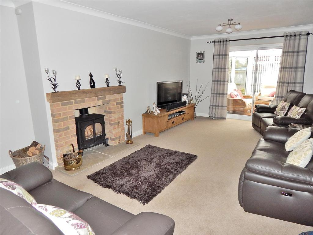 4 Bedrooms Detached House for sale in Old Hall Drive, Dersingham, King's Lynn