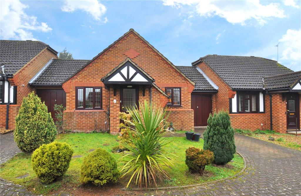 2 Bedrooms Bungalow for sale in Grovebury Gardens, Park Street, St. Albans, Hertfordshire