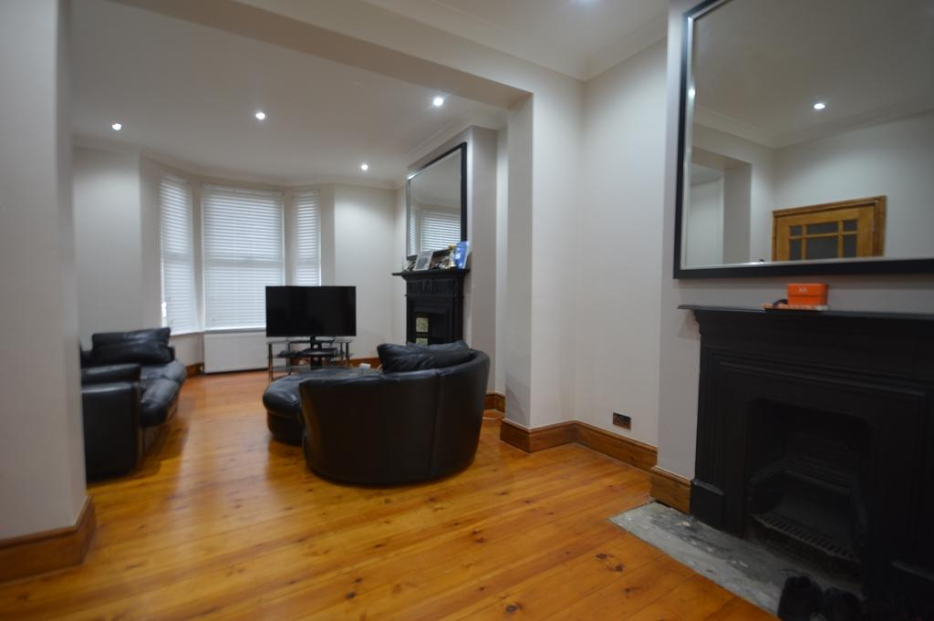 3 Bedrooms Terraced House for sale in Davenport Road London SE6