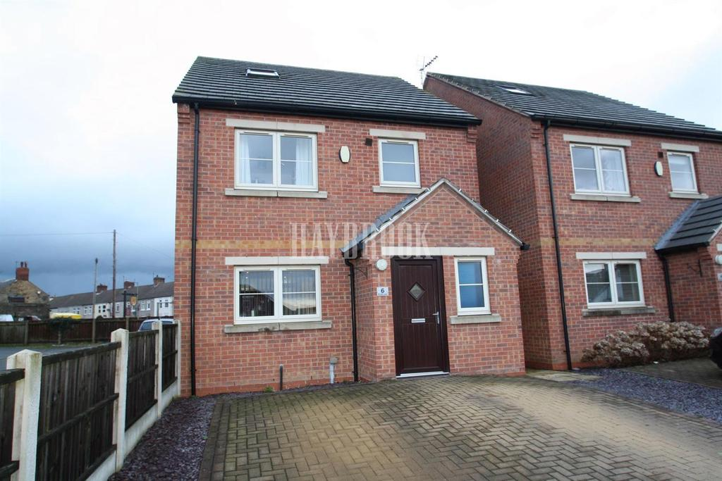 4 Bedrooms Detached House for sale in Brook Lane, Clowne, S43