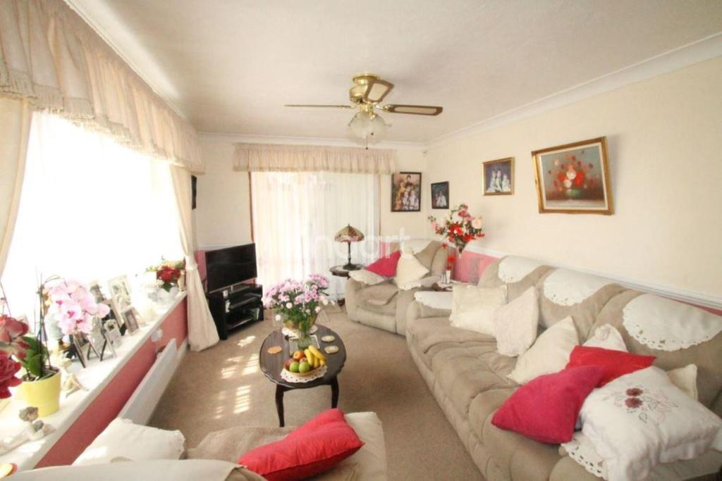 1 Bedroom Bungalow for sale in Colne Way, St Osyth